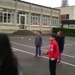 De janvier à février, les élèves de CE2/CM1 bénéficient de séance de Hand avec Benoît, l'animateur sportif de la Fédération de Hand.